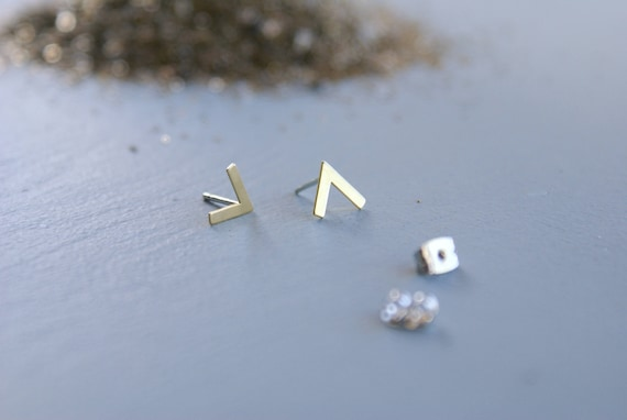 V studs - Chevron arrow