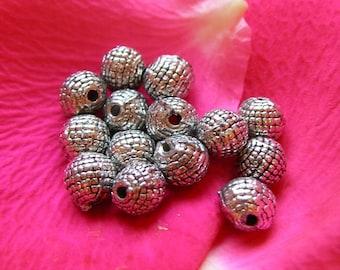 Lot 10 beaded round beads