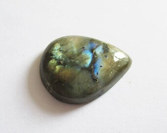 Labradorite - ref63195 - undrilled - 28x21x7mm (blue green gold highlights)