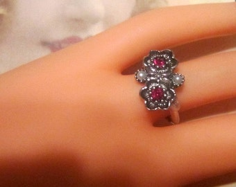 Vintage Silver Flowers and Rhinestone Ring - Size 8 - R-063