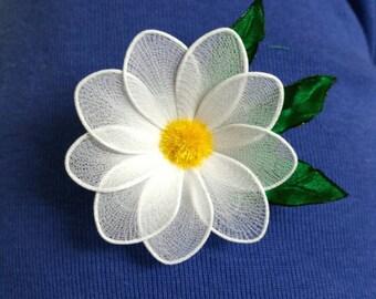 nylon daisy,daisy brooch,daisy,brooch,handmade brooch,handmade daisy,white daisy,birthday,unique gift,mother's day,daisy flower