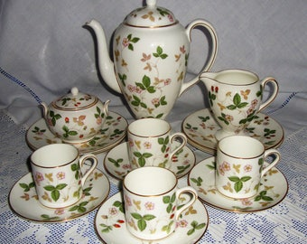 Wedgwood WILD STRAWBERRY Coffee Set For Six