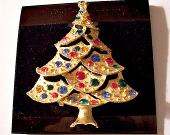 Christmas Tree Stone JJ Pin Brooch Gold Tone Vintage Large Round Colored Stones Red Green Blue Star