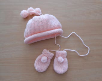 set hat and pair of mittens 3 months