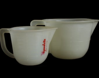 Plastic Measuring Cup 2 Cups 16 oz Pitcher Lustro-Ware Stock No L-9 Made in USA, or 1 Cup 8 oz Measure Wyandotte, White Vintage 1960s