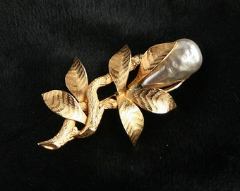 Vintage 1950s Baroque Pearl Brooch Vintage Large Faux Pearl Pin Signed Giovanni