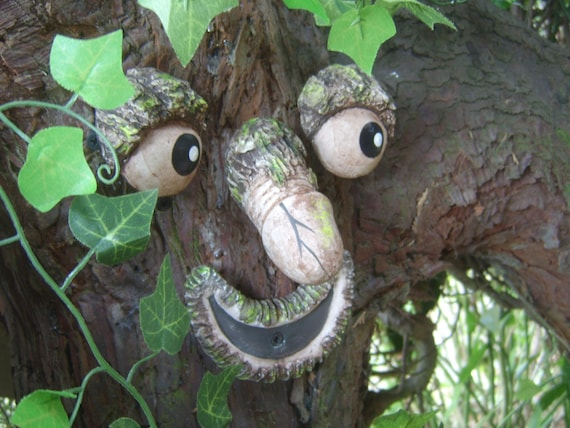 Willy The Rude Tree Face Take A Peek Garden Statues