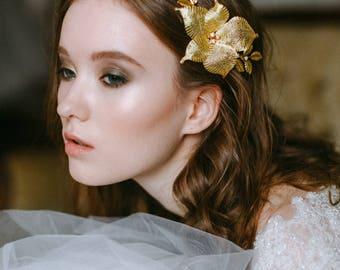 Wedding gold flower - Bridal floral comb - Wedding floral hairpiece - Bridal flower headpiece - Wedding hair accessory - Wedding Adornment