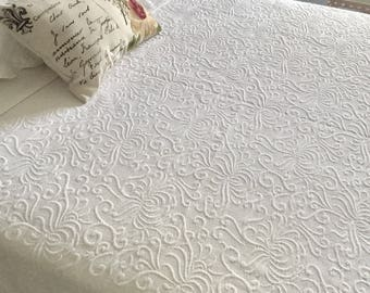 QUEEN Coverlet, Queen Matelasse Bedspread, French Country Quilted Bedding,  Cottage Chic, 88
