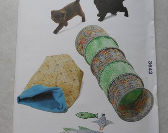 3642 Pet Tunnel, Sack, Placemat and Toys ~ Pattern from Kwik Sew