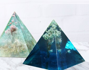 Large Pyramid Silicone Pendant  Mold/Pendant resin silicon mold /for Jewelry Make/  Resin Mold