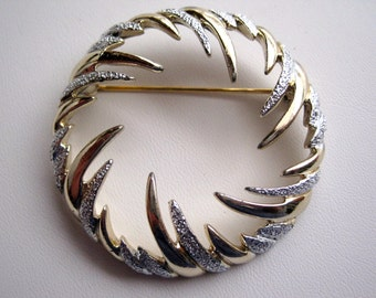 Vintage Sarah Coventry Gold Silver Tone Swirled Wreath Brooch from the 1950's