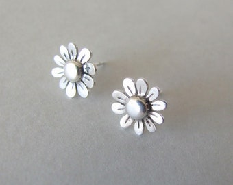 Silver Flower Earrings - small stud earrings , silver earrings , stud flower earrings , woodland earrings , stud earrings ,delicate earrings