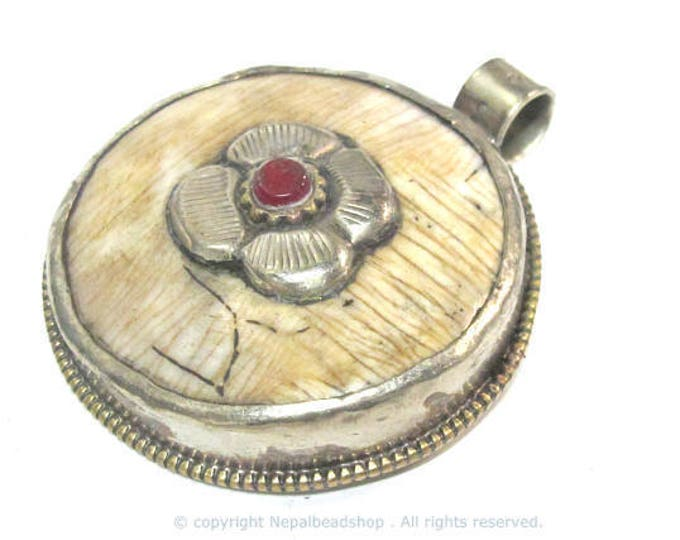 1 pendant - Ethnic Tibetan silver naga conch shell  pendant with coral inlay and floral carving on reverse side  - PM586A