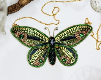 Necklace set Butterfly embroidered in silk thread, sequins and beads green-mounted gold on a gold chain