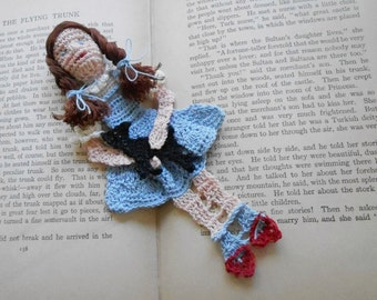 dorothy and toto thread crochet bookmark, unique bookmarks, wall decoration, readers gift,  wizard of Oz, collectibles
