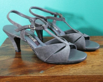 Sassy Vintage Grey Hush Puppies Sandals - 1980s