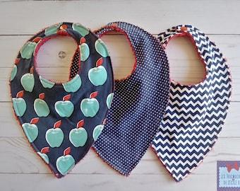 Trio of bibs / Bibs Trio. bibs for baby; baby bibs. babyshower gift. babyshower gift. Unisex; bibs; Apple; Chevron; PolkaDots