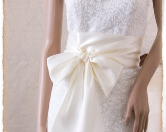Bridal Sash,  BRIDAL WHITE Wedding Dress Sash, Light Ivory Satin Ribbon Bridal Belt, Bridal Sash, Satin Ribbon Sash