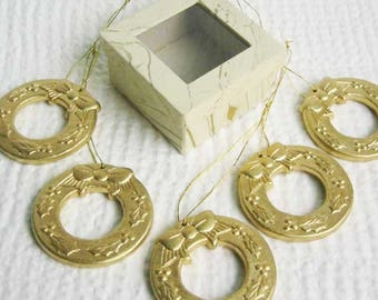 Christmas gold crowns