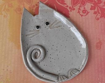 Ceramic cat spoon rest. Ceramic cat jewelry holder.Cat plate. Cat ring holder. Ceramic cat dish. White cat dish. Handmade small cat plate