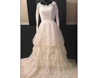 Vintage Ivory Lace Wedding Gown