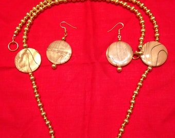 Tan shell 31 inch necklace with 2 inch drop earrings