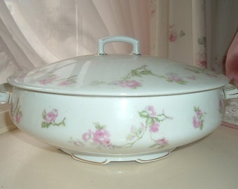 Covered dish with pink roses
