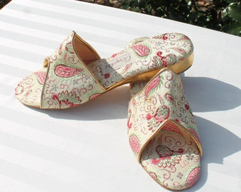 Women's Size 8 N Cream, Pink, Green and Gold Paisley and Flowers Open Toed Mules by O'Omphies