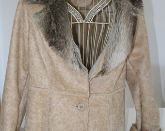 Jacket / coat / winter womens with fur collar, lined inside furry