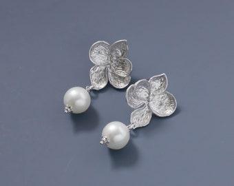 Silver Flower Earrings. Silver Pearl Earrings. Bridal Jewelry. Bridesmaid Earrings. Everyday Earrings.Gift for Her