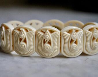 Art Deco Motif Plastic Stertch Bracelet by Avon