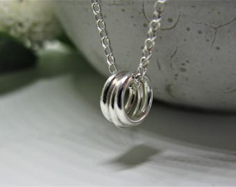 Simple silver three circle necklace