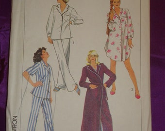 80s Two Pc PJs n Nightshirt Front Button Top Short or Long Sleeves n Floor Length Wrap Robe UNCUT Simplicity 7653 Bust 36 38 US 92 97 CM