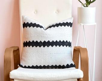 African Mudcloth Pillow, Zig Zag Pillow, African Mudcloth, Mud Cloth, Boho Pillow, Boho Decor, Tribal Pillow, Throw Pillow, Lumbar Pillow