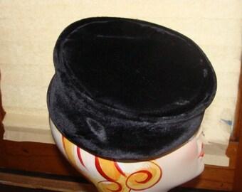 Parakiss velvet Vintage pill box hat