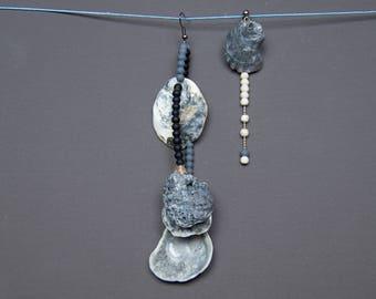 Mismatched earrings Assymetric earrings Seashell earrings Beaded earrings Long earrings White Grey Black earrings Howlite earrings Dangle