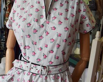 """1950's Cotton Rosebud Dress 36/38"""" bust 28"""" waist."""