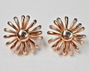 Vintage Daisy Earrings Brushed Matte Goldtone Cluster Flower Earrings Vintage Clip Ons Regency 1950s 1960s Jewelry Daisy Jewelry