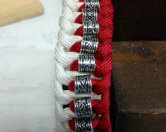 Sporty red & white paracord bracelet