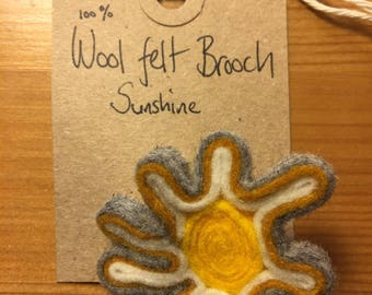Wool felt brooch 'sunshine'