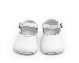 Baby moccs white Leather Mary Janes Merceditas baby shoes, Infant Booties, soft sole, white shoes