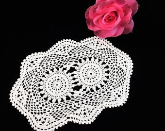 Crocheted Lace Doily. Small Vintage Oval Doily. Vintage Crochet Lace Doily. Antique Linen White Lace Doily. White Crochet Doily RBT2966