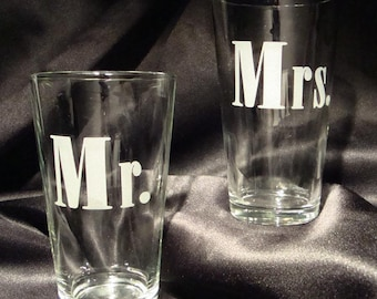 Verres à pinte gravée - Mr et Mme gravé verres à pinte - cadeau pour le Couple de mariage - verres à bière personnalisé-