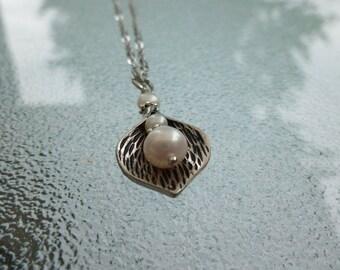 CALLA LILY HALSKETTE mit Perle, Brautjungfer Halskette Silber Blütenblatt Halskette, Edelstahl