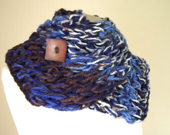 Chunky Knit Button Scarf, Knit Scarf With Button, in Blue, Brown, Cream and Gray, Big Knit Button Scarf, Scarf for Men Women
