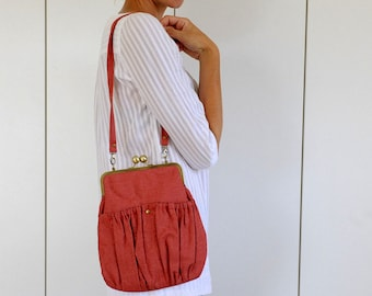 red day bag. red kisslock bag. red purse. red pleated bag. handbag. metal frame purse