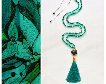 CBN004 - Emerald green boho luxe tassel necklace with agate and crystals.