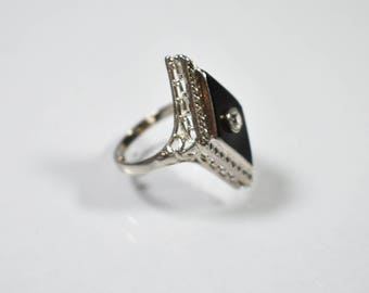 14K White Gold, Onyx and Diamond Filigree Ring Size 6.5 -  6grams