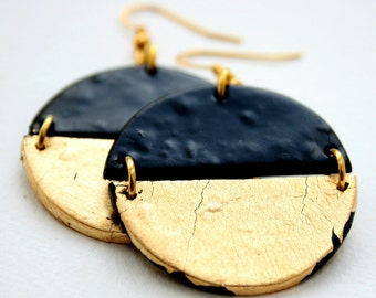 Black clay earrings, Gift for her, Black and gold disc earrings, Geometric earrings gold, Polymer clay earrings, Statement earrings